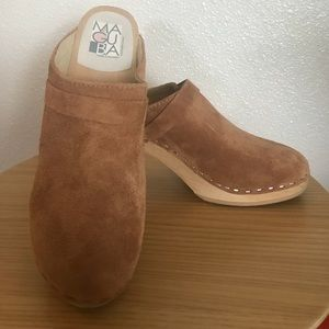 Maguba size 39 Tan suede wooden clogs